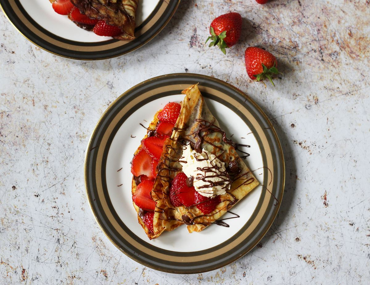 Crepes with Strawberries and Chocolate