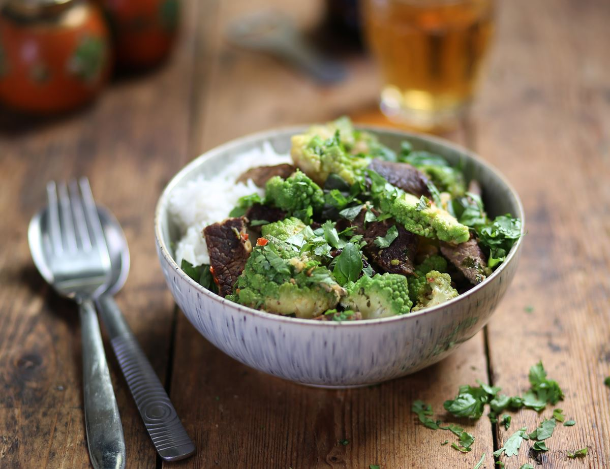 Speedy Minute Steak & Romanesco Cauliflower Red Curry