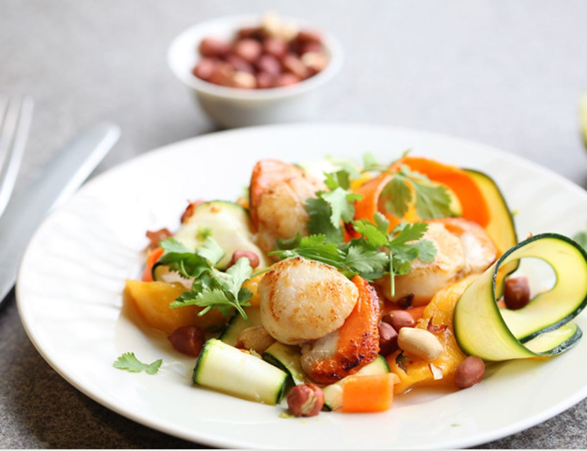 Caramelised Scallops with Thai Salad