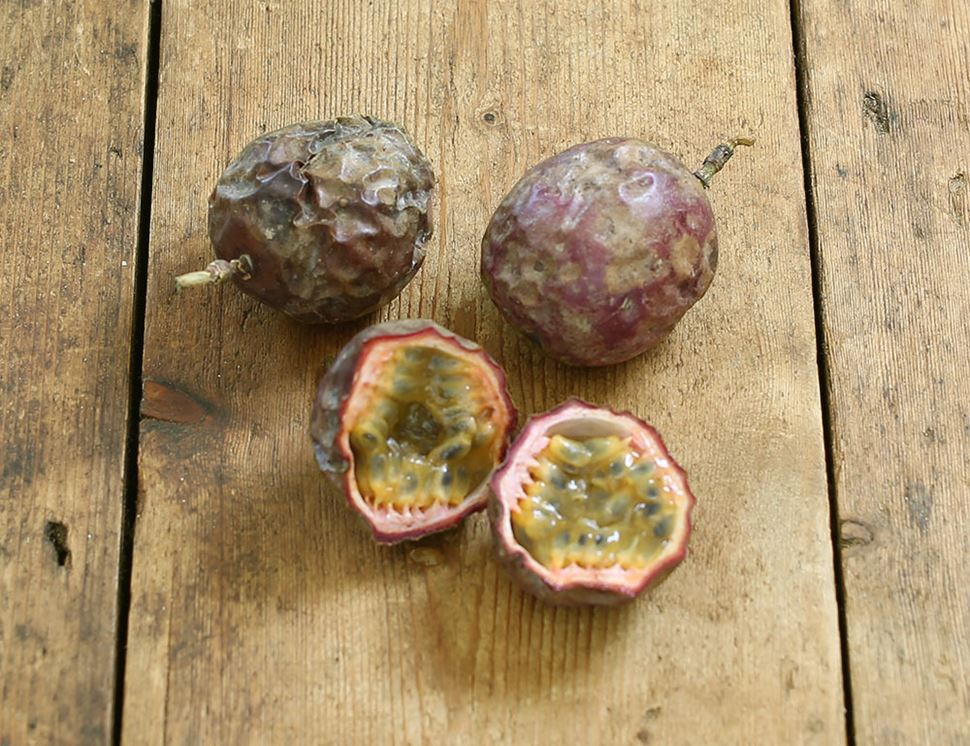 Passion Fruit, Organic (3 pieces)