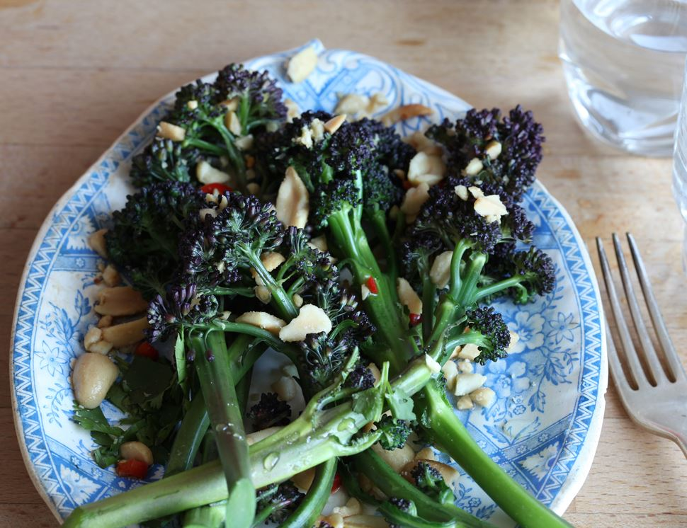 how to cut purple sprouting broccoli